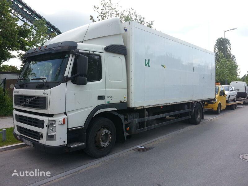 VOLVO FM 9 300 box truck
